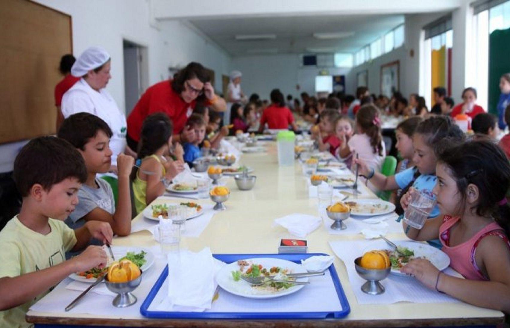 Escolas continuam a gastar milhares de euros em doces